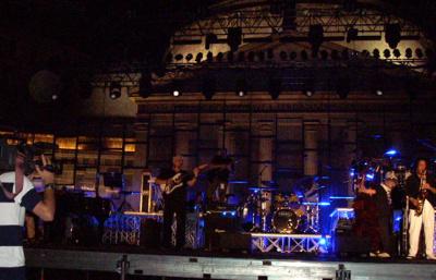 Pino daniele prove Vaimò 2008 piazza plebiscito - vista del palco